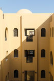 Makadi-κόλπος, Αίγυπτος, στις 27 Ιουλίου 2014 Ναυπηγείο του θερινού θερέτρου στο αραβικό ύφος Στοκ φωτογραφία με δικαίωμα ελεύθερης χρήσης