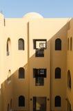 Makadi-залив, Египет, 27-ое июля 2014 Двор курорта лета в аравийском стиле Стоковая Фотография RF
