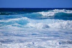 Makaha海滩在瓦胡岛,夏威夷,美国 免版税库存照片