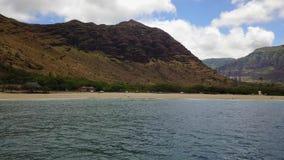 Makahastrand op het Eiland Oahu in de hommel van Hawaï stock videobeelden