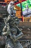 Makaken im hindischen Tempel im Affe-Wald, Ubud, Bali Lizenzfreie Stockbilder