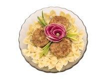 Makaron, cutlets i kwiat robić od rzodkwi, Zdjęcia Stock