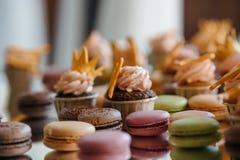 Makaron de los pasteles franceses Foco selectivo Fotos de archivo libres de regalías
