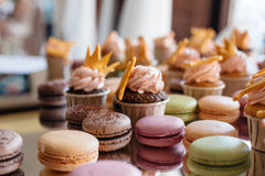 Makaron de los pasteles franceses Foco selectivo Imagen de archivo libre de regalías