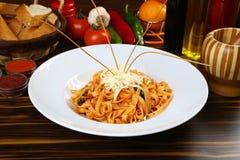 Makaron Fettucine Alfredo z pomidoru kumberlandem obraz royalty free