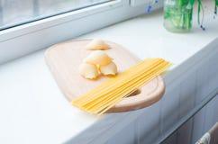 Makaron i spaghetti uncooked Zdjęcie Royalty Free