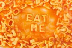 Makaron kształtuję listów literować JE JA w pomidorowym kumberlandzie Obrazy Royalty Free