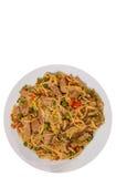 Makaron z mięsa i warzyw mieszanką Odgórny widok odosobniony Zdjęcia Royalty Free