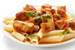 Makaron z mięsem, pomidorowym kumberlandem, parmesan i warzywami, Fotografia Stock