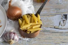 Makaron z serem i chorizo homemade zdjęcia stock