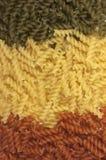 Makaroni. Färgrik pastabakgrund fotografering för bildbyråer