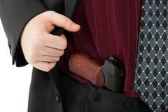 Makarow-Pistole in seinen Hosen Stockfotografie