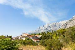 Makarska, Dalmatien, Kroatien - ein traditionelles Bauernhaus innerhalb des Rivieras von Makarska stockbild