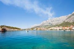 Makarska, Dalmatien, Kroatien - eindrucksvolle Ansicht über die Bucht von Makarska stockfotografie