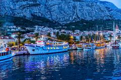 Makarska na noite Imagens de Stock Royalty Free