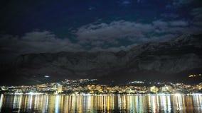 Makarska por noche en el verano 2015, lapso de tiempo metrajes