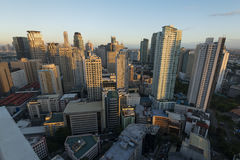 Makati horisont i Manila - Filippinerna arkivbilder