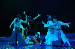 Жесты- Make угрожая танцуют драма сказание героев кондора Стоковые Изображения RF