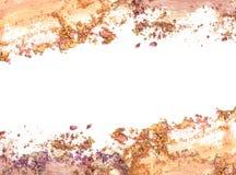 Make up a écrasé le cadre de couleur de poudre sur le fond blanc photographie stock libre de droits