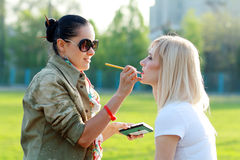 Make-up artist outdoor Royalty Free Stock Photos