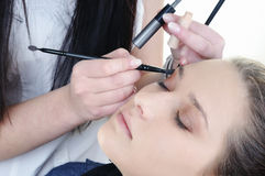 Make-up artist woman fashion model apply eyeshadow Royalty Free Stock Photos