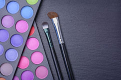 Make-up colorful eyeshadow palettes and brushes Royalty Free Stock Photography