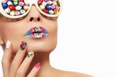 Make-up en manicure met kristallen stock afbeelding