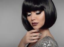 Make-up en Manicurepoetsmiddelspijkers Modieuze hai van het meisjes zwarte loodje royalty-vrije stock fotografie