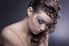 Make-up en oud kapsel stock foto