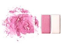 Make up esmagou o isolado do pó no branco Fotos de Stock