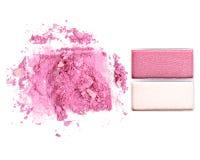 Make up esmagou o isolado do pó no branco Imagens de Stock Royalty Free