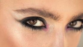 Make-up für Frau mit weicher Haut, Jugend Frau mit Auge bilden Blick Arbeiten Sie Blick des stilvollen Mädchens, Make-uptendenz u Stockfoto
