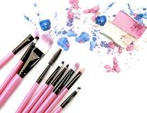 Make up ha schiacciato l'ombretto della polvere su bianco Fotografia Stock