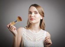 Make-up. Mädchen im Weiß. Stockbilder