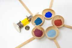 Make-up mit Mineralpulver Stockfotos