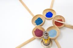 Make-up mit Mineralpulver Stockbilder