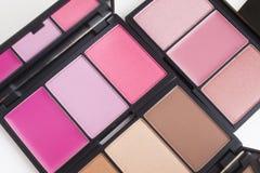 Make-up, rosa und Braunetonrougepalette lizenzfreie stockbilder