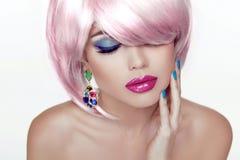 Make-up. Sexy Lippen. Schönheits-Mädchen-Porträt mit buntem Make-up, Co Stockbild