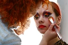 Make up taking bachkstage m Royalty Free Stock Photography