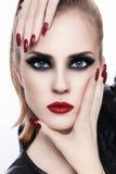 Make-up und Maniküre stockbilder