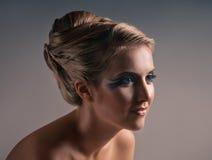 Make-up und Modeporträt lizenzfreie stockbilder