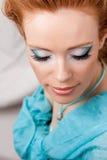 Make-up van het meisje in blauw Stock Foto's