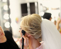 Make-up voor bruid op de huwelijksdag Stock Afbeelding