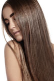 Make-up, Wellness, Badekurort. Schönes Modell mit dem lang geraden glänzenden Haar Stockbild