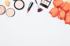 Make-upachtergrond van lippenstiften royalty-vrije stock fotografie