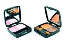 Make-upbürste und -kosmetik Lizenzfreies Stockfoto
