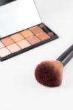 Make-upborstel en de oogschaduw van de aardetoon Royalty-vrije Stock Afbeelding
