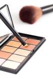 Make-upborstel en de oogschaduw van de aardetoon Royalty-vrije Stock Foto