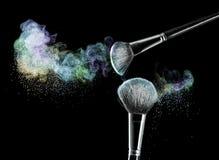 Make-upborstels met poeder Stock Afbeelding