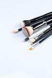 Make-upborstels op witte achtergrond Stock Afbeeldingen